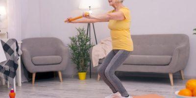 3 exercices pour renforcer les fessiers des seniors