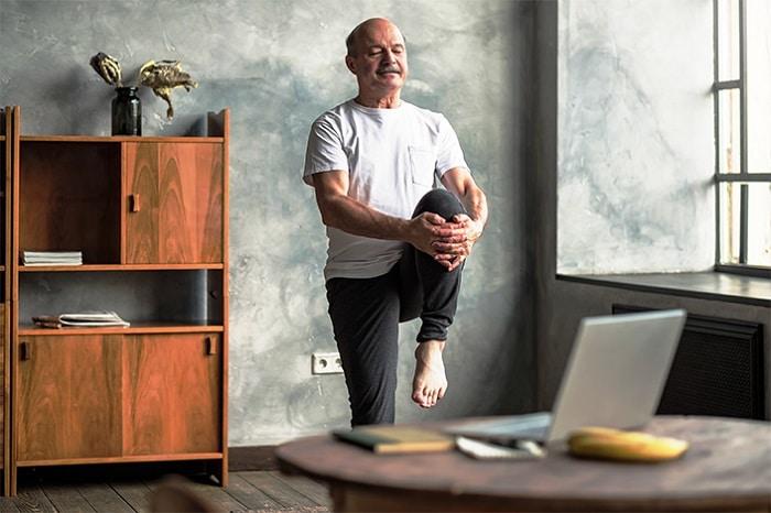 Cours d'activité physique en ligne pour les retraités