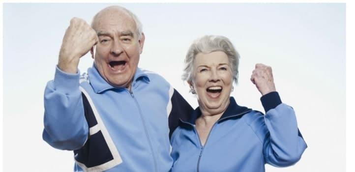 Couple de seniors qui pratique de l'activité physique pour controler son poids