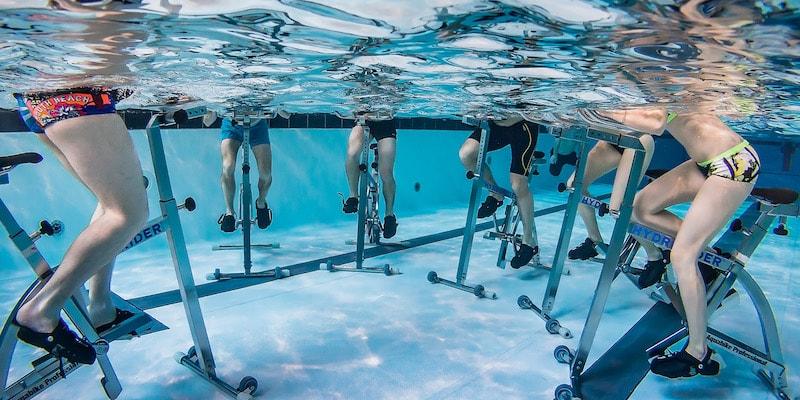 L'aqua biking est une nouvelle activité physique pour les seniors