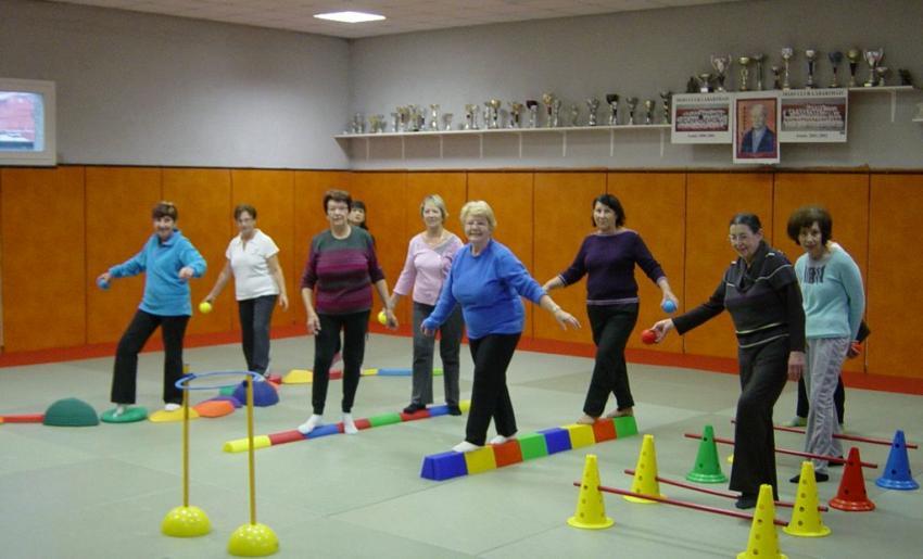 deuxième exercice pour améliorer l'équilibre chez les seniors