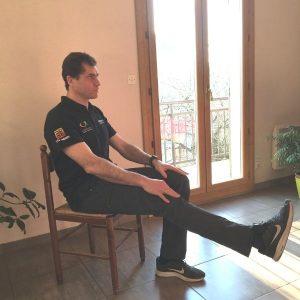 exercice jambe sur chaise pour senior