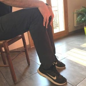 exercice de mobilisation des chevilles sur chaise pour senior