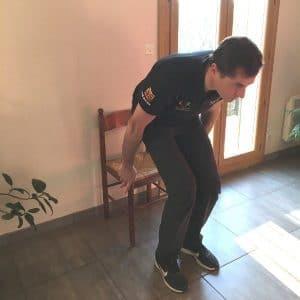 exercice de flexion sur chaise pour senior