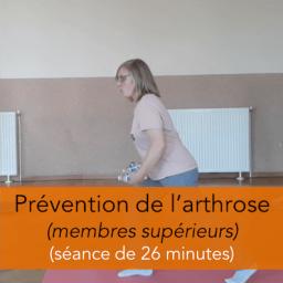séance d'exercices de prévention de l'arthrose pour les membres supérieurs chez les seniors