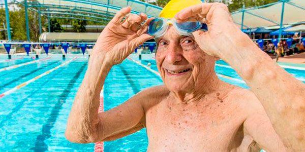 Georges est le record du monde du 50 mètres nage libre de natation