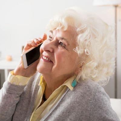 hotline et entretiens téléphoniques avec les seniors